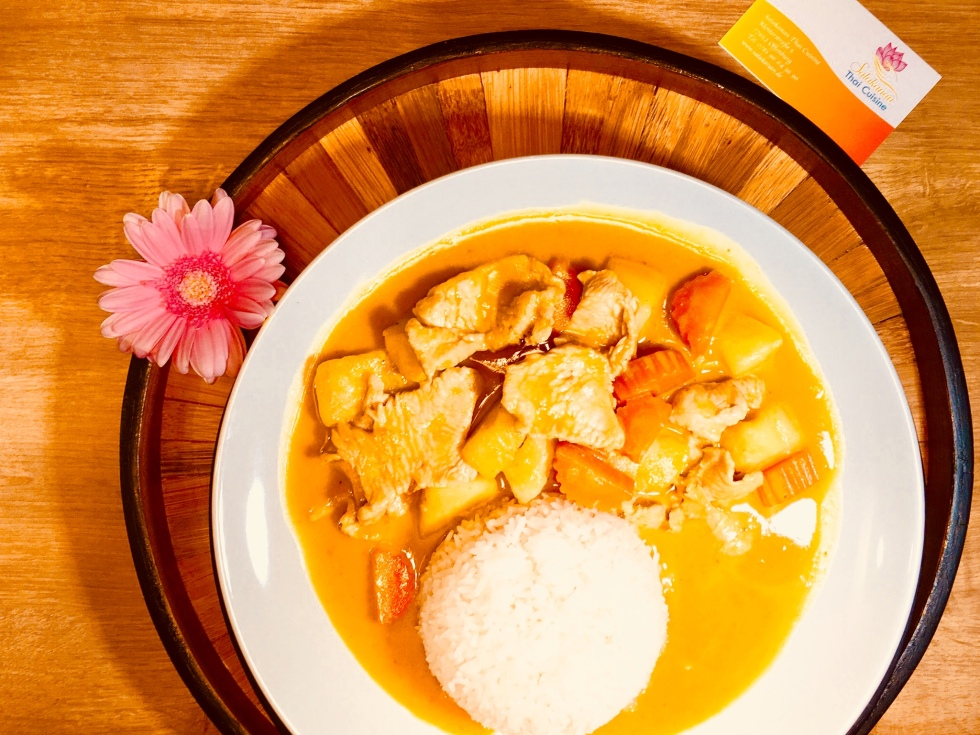 Roter THAI CURRY Salakanan Thai Restaurant Offenburg